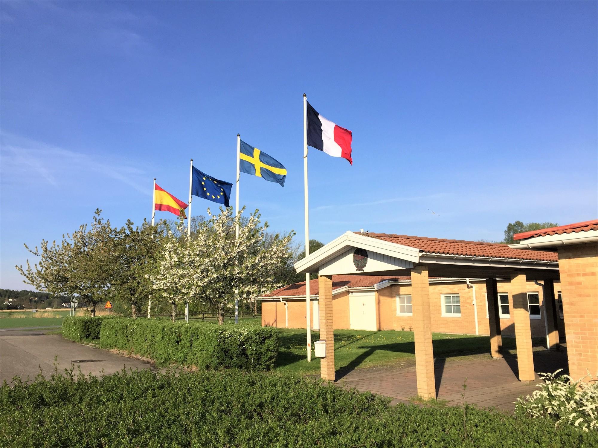 Fyra flaggor vid Fullriggaren 2.jpg
